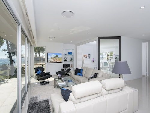 Stunning Waters Penthouse, Sandy Point Road, 46, Port Stephens