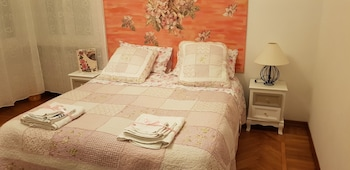 Basic Double or Twin Room, Shared Bathroom