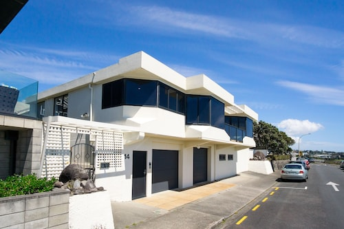 WATERFRONT ON WOOLCOMBE, New Plymouth
