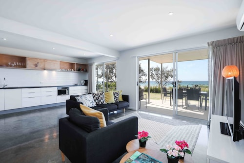 Sandbox Luxury Beach Front Apartments, Bilinga-Tugun