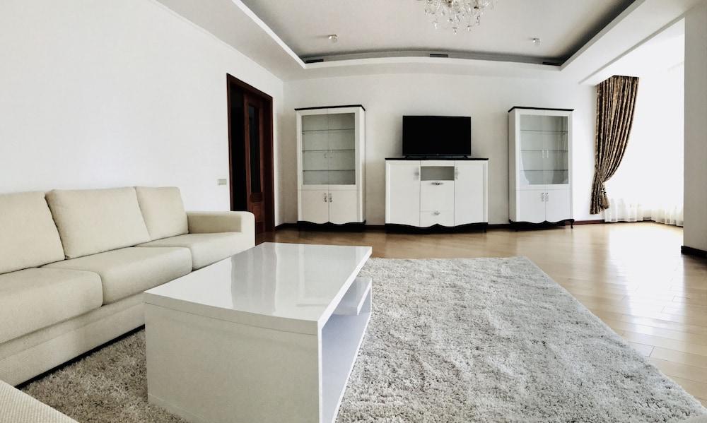 Роскошный квартирный дом в центре Киева