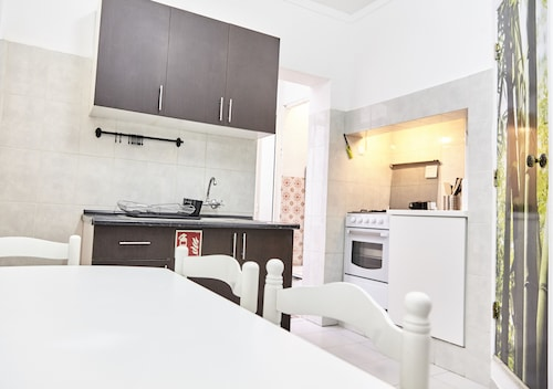 2 Bedroom Self Contained Apartment, Oeiras