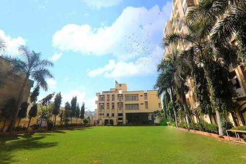 . Garden View Hotel