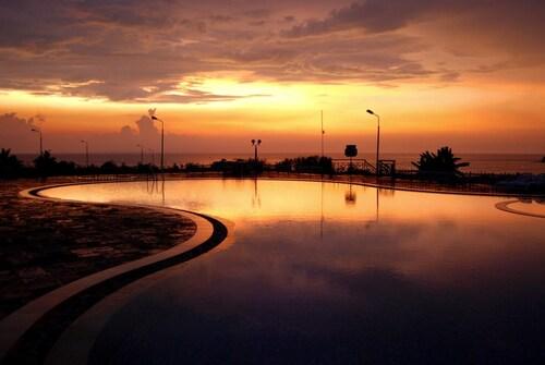 . Kohinoor Samudra Beach Resort