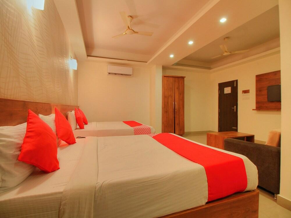 OYO 14163 Comforts Inn
