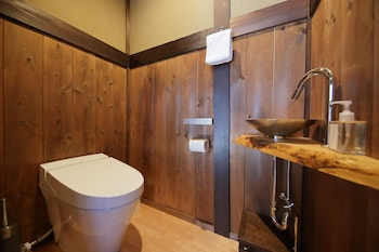 HOUKA Bathroom