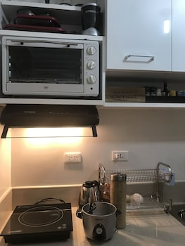HAPPY PLACE @ SMDC TREES RESIDENCES Private Kitchenette
