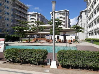 HAPPY PLACE @ SMDC TREES RESIDENCES Outdoor Pool