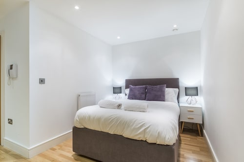 Modern Apt. in the Heart of Docklands, London