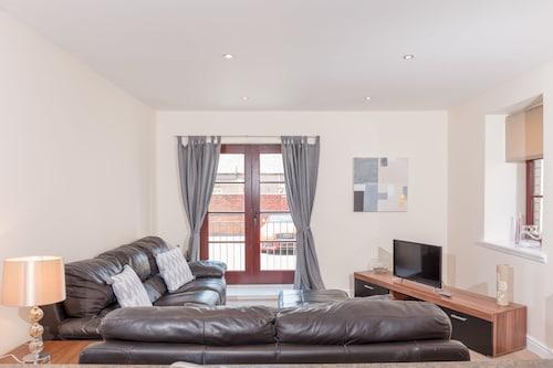 Elliot Suite No2 - Donnini Apartments, South Ayrshire