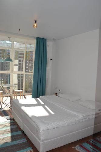Art Hotel 16 Floor, Leninskiy rayon