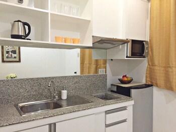 ALTA RESIDENCES LEGAZPI Private Kitchen