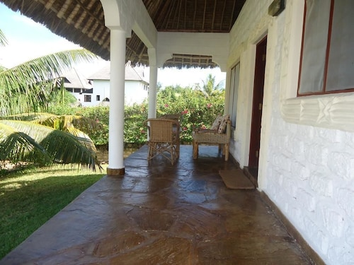 Simba Oryx Beach Cottages, Msambweni
