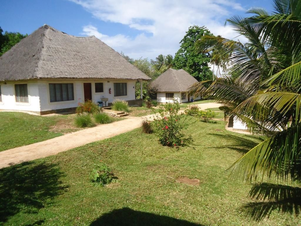 Simba Oryx Beach Cottages, Msambweni
