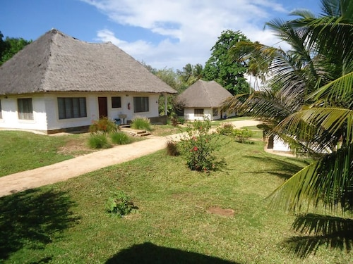 . Simba Oryx Beach Cottages