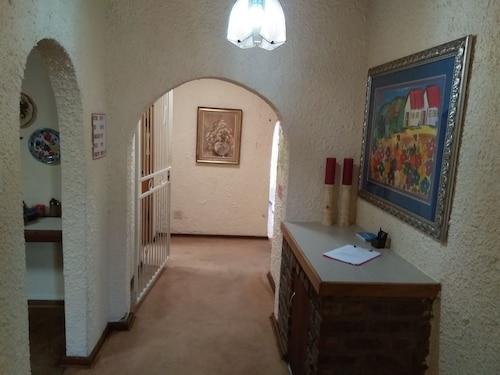 Khokha Moya Guest House, Gert Sibande