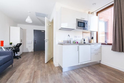 Bright And Modern Studio In Central Liverpool, Merseyside