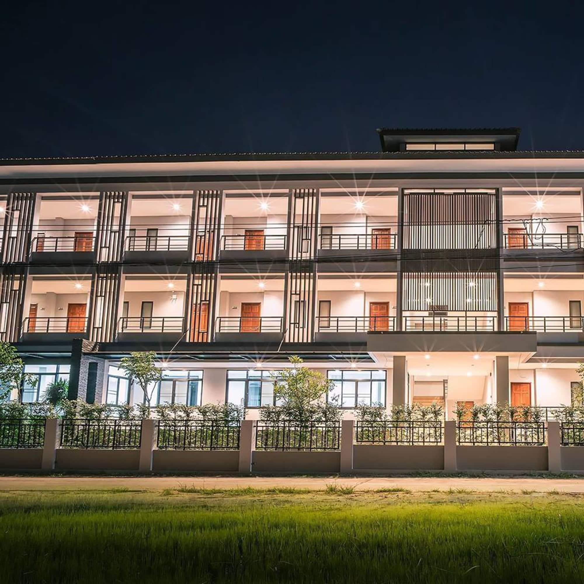 Parisa Place Hotel, Muang Roi Et
