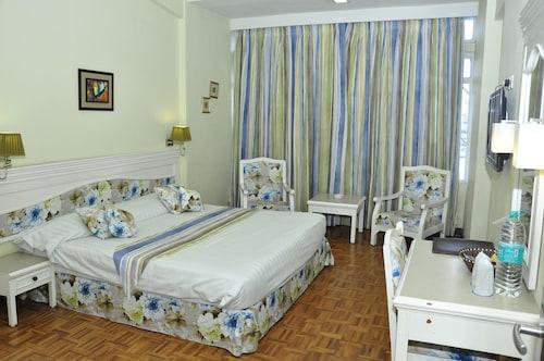 Hotel Alpine Continental, East Khasi Hills