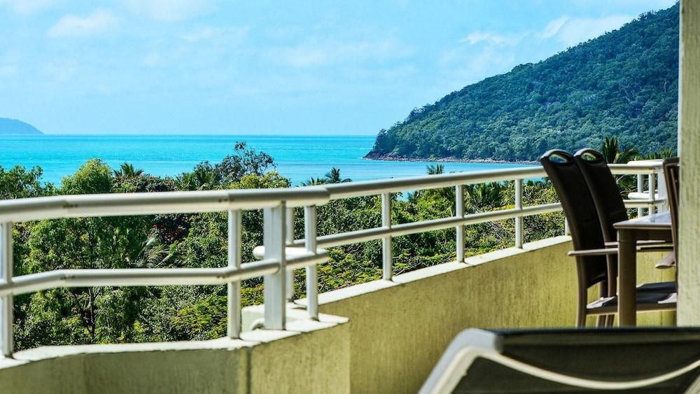 https://i.travelapi.com/hotels/27000000/26530000/26526300/26526209/20c31341_z.jpg