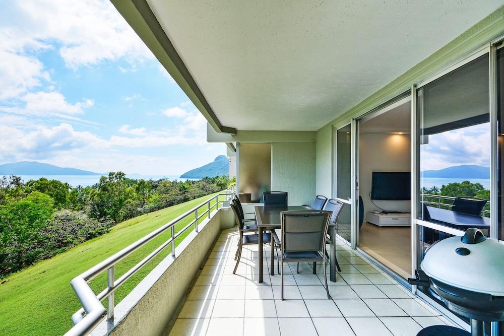 https://i.travelapi.com/hotels/27000000/26530000/26526300/26526209/81e4d3be_z.jpg