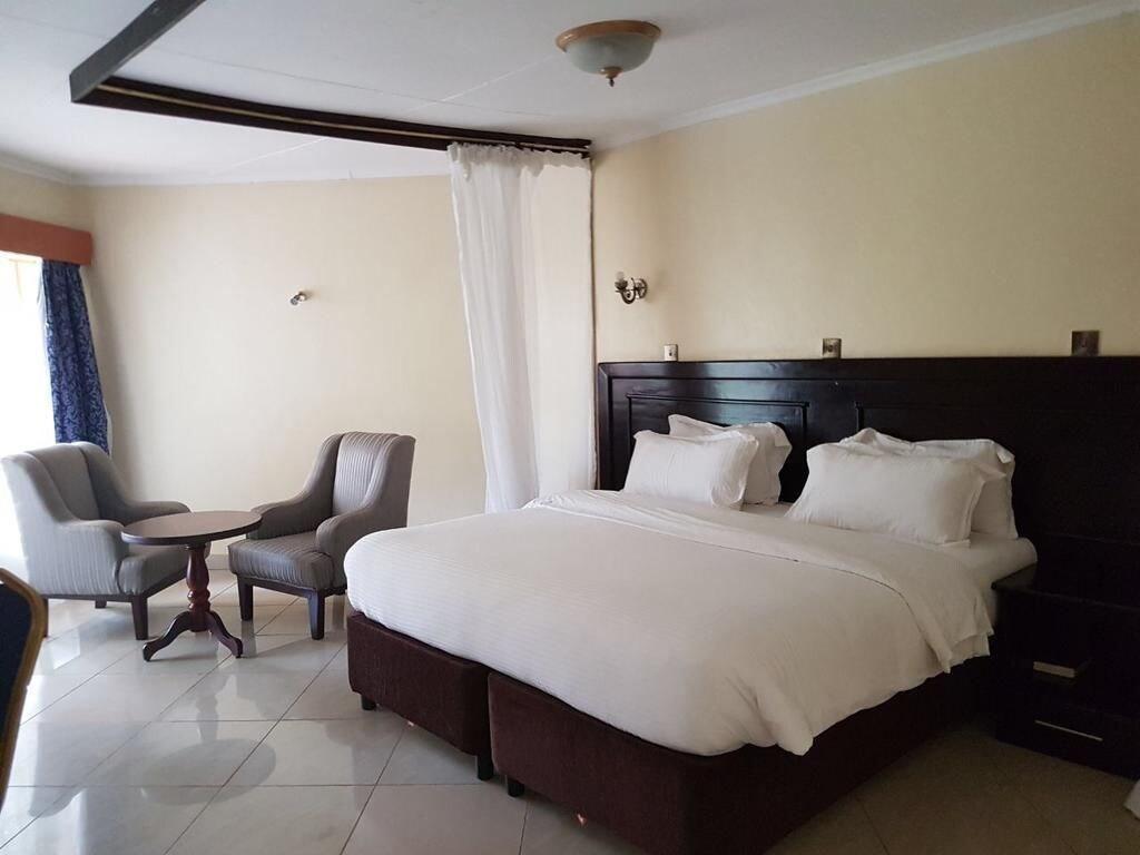 Izaak Walton Hotel, Manyatta