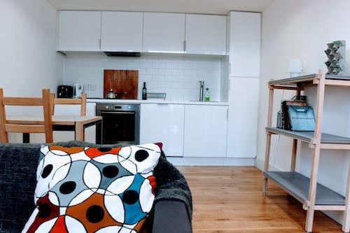 1 Bedroom Penthouse in Edinburgh, Edinburgh