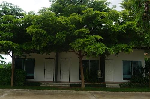 Baan Nongnooch Hotel, Muang Roi Et
