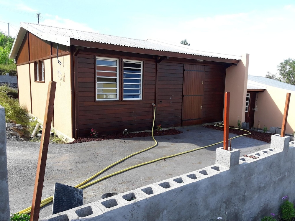 House With 2 Bedrooms in Petite-île, With Furnished Terrace - 5 km From the Beach