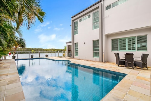Riverview Luxury Retreat, Hope Island