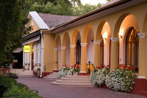 . Geréby Kúria Hotel és Lovasudvar