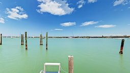 Walkable, Waterfront 2br W/ Huge Loft & Views 2 Bedroom Duplex