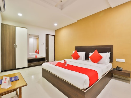 OYO 12800 Hotel VLEE, Gandhinagar