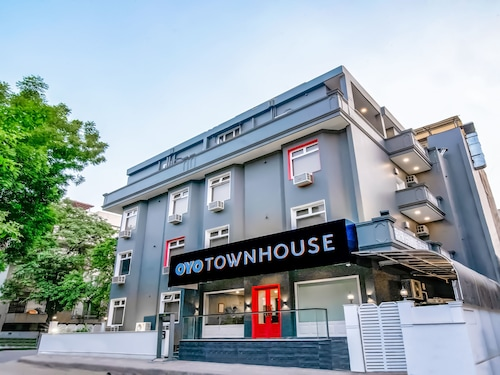 OYO Townhouse 023 CR Park, West