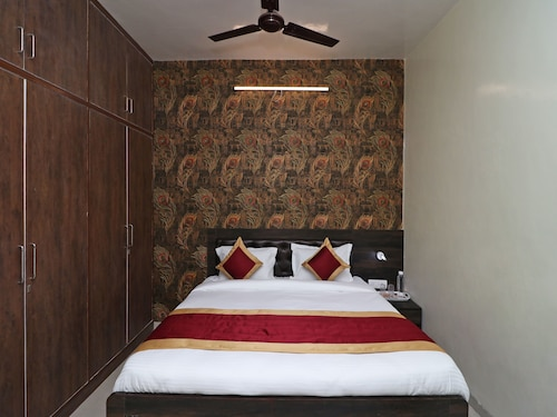 OYO 20024 Hotel Star Court, Faridabad