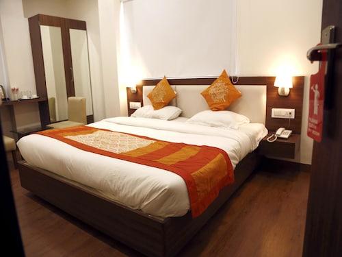 OYO 8191 Hotel Silvotel 1, Indore