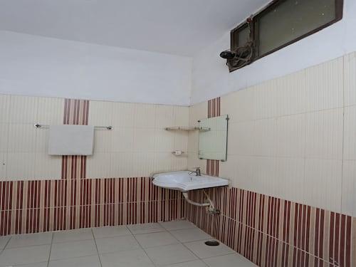 OYO 12914 Hotel Jagdish, Raipur