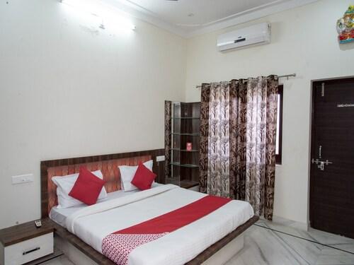. OYO 13330 Home Modern 2BHK Pratap Nagar