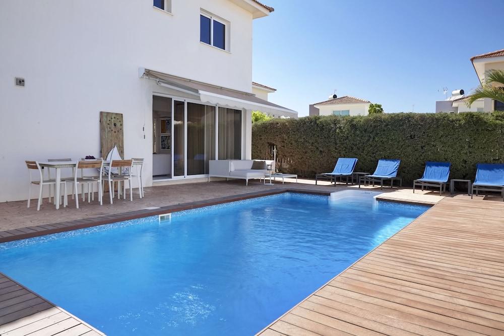 Velomar Elite Luxury Home