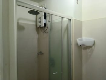 WIND RESIDENCES BY SMCO Bathroom Shower