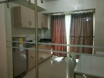 WIND RESIDENCES BY SMCO In-Room Kitchen