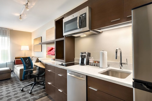 . TownePlace Suites by Marriott Milwaukee Grafton