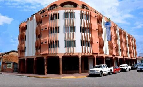 Hotel America, Andrés Ibáñez