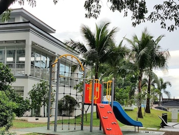 GRASS RESIDENCES BY JG VACATION RENTALS Children's Play Area - Outdoor