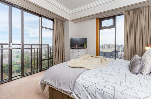 Central 2 Bedroom with Free Parking, Waitakere
