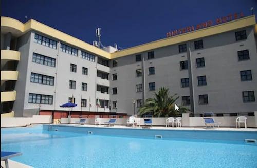 . Hinterland Hotel