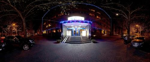 Hotel Ingul, Mykola‹vs'ka