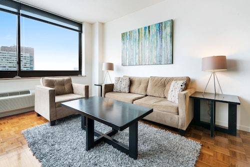 Bluebird Suites near the PATH, Hudson