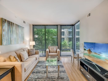 Bluebird Suites near Bethesda Metro