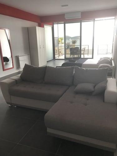 Apartments Red Beach,